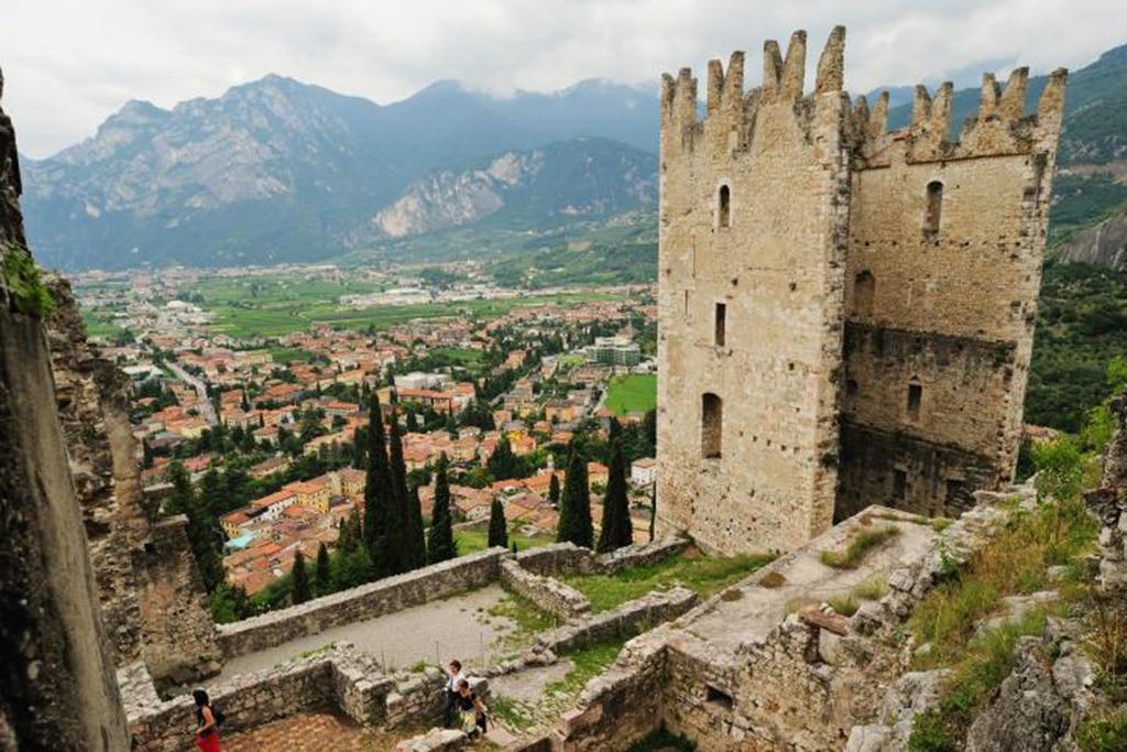 Panorama von der Burgruine Arco